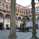 Recunchos máxicos de Santiago: Claustro do Hostal dos Reis Católicos