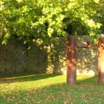 Rincones mágicos de Santiago: Escultura de Chillida en el Parque de San Domingos de Bonaval