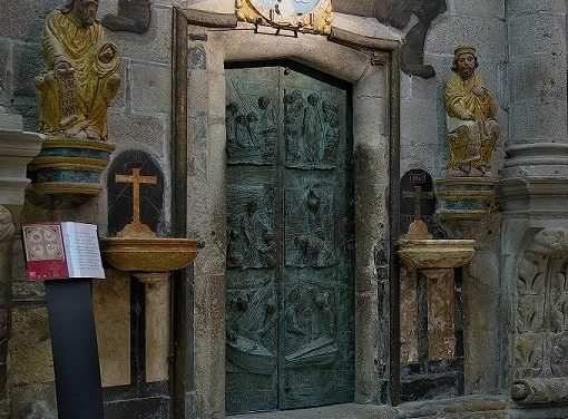Holy Year 2021: Messages from Pope Francis and the Archbishop of Santiago at the opening of the Holy Door